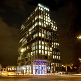 Bei Dunkelheit wird der Philips Tower in der Hansestadt Hamburg zum Leuchtturm.Fotos: Caparol Farben Lacke Bautenschutz/Wolfgang Franz