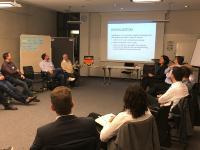 Prof. Dr. Hopf teilt vier Thesen zur Digitalisierung mit den Teilnehmenden.