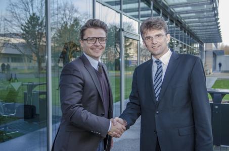 V.l.n.r.: Oliver Carlsen, Geschäftsführer arvato CRM Solutions Deutschland, Roland Nagel, Geschäftsführer arvato health analytics GmbH