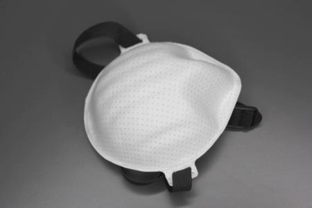 Die entsprechend den Normen für Schutzklasse FFP3 gefertigte Atemschutzmasken wird eine beschleunigte Prüfung von Corona-Virus-Pandemie-Atemschutzmasken (CPA) für Deutschland durchgeführt / Bildquelle: Weber Ultrasonics AG