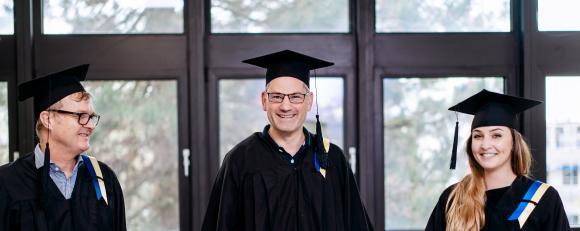 MBA-Fernstudienabsolventen der GSRN / Bildquelle: GSRN