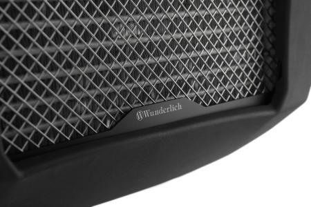 Der Wasserkühlerschutz wird zudem vibrationsentkoppelt befestigt