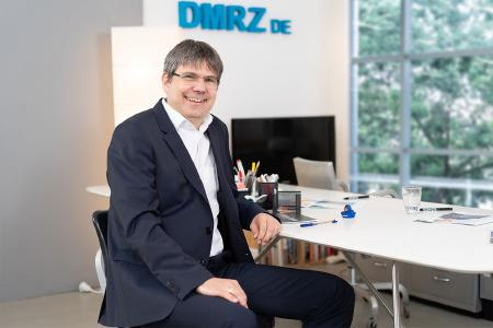 Georg Mackenbrock, Geschäftsführer DMRZ.de, freut sich über die erfolgreiche Zusammenarbeit mit der AOK Bayern.