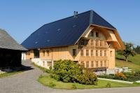 Das Solardach- und Fassadensystem erfüllt als Dachhaut und Fassadenelement höchste Ansprüche bezüglich Dichtigkeit und architektonischer Freiheit.