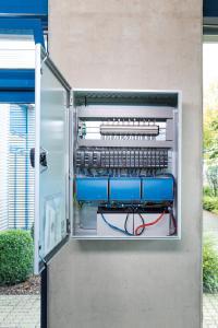 Die ab sofort am Markt erhältliche RWA-Zentral EMB8000+ von Aumüller Aumatic ermöglicht dezentrale RWA- und Lüftungssysteme mit digitaler Anbindung an die Gebäudeautomation