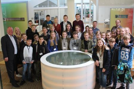 Nach dem spannenden Tag in der Technologiegruppe stellten sich die Kinder der Mitarbeitenden zum Gruppenfoto