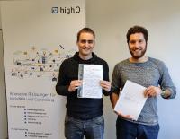 TicketOffice Produktentwicklungsverantwortlicher Simon Gumbert und Projektleiter Nico Buchmüller (v.l.n.r.) freuen sich über die erfolgreiche Zertifizierung
