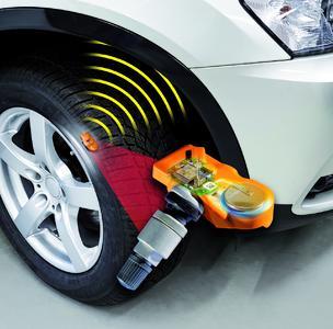 Bei direkt messenden Systemen ist in jedem Reifen ein Funksensor montiert, der den Reifendruck an die Bordelektronik des Fahrzeugs übermittelt.