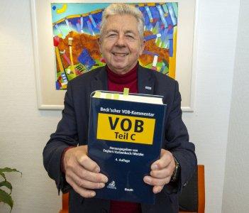 Hans-Jürgen Schneider, Geschäftsführer von elektroplan schneider in Stadtallendorf hat den Beck'schen Kommentar zur VOB ATV DIN 18382 erstellt.