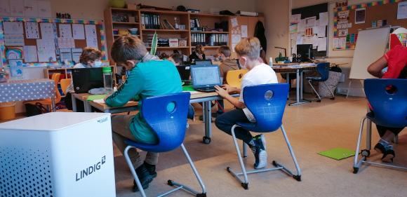 Luftreiniger im Klassenzimmer der ThIS in Weimar