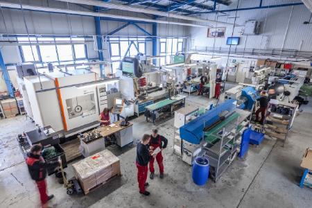 Fertigungshalle der Kunststofftechnik Weißbach