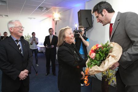 Der Wirtschaftsminister dankte auch der Gattin des Unternehmers, Renate Bluhm