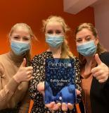 Die Mitarbeiterinnen der Piening Niederlassung in Bremen freuen sich über den Safety Award 2021