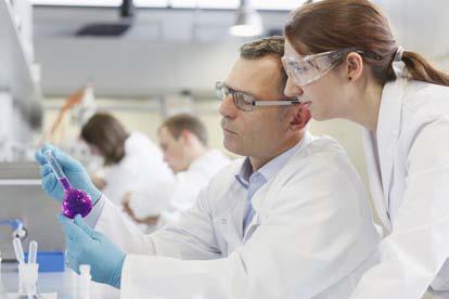An den Hohenstein Instituten arbeiten Textilingenieure, Physiker, Chemiker, Biologen und Mediziner interdisziplinär zusammen, um den Kunden umfassende Leistungen aus einer Hand bieten zu können © Hohenstein Institute