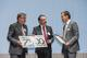 Bestowal, from left to right: Thomas Friedrichs (Hanseatic City Stade), Dr. Gunnar Merz (CEO CFK Valley e.V.), Dr. Guido Streukens (Evonik Industries AG)