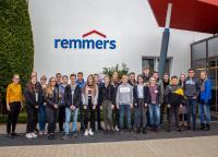 23 Mädchen und Jungen erkundeten die Remmers-Welt am Hauptsitz in Löningen (Bildquelle: Remmers, Löningen)