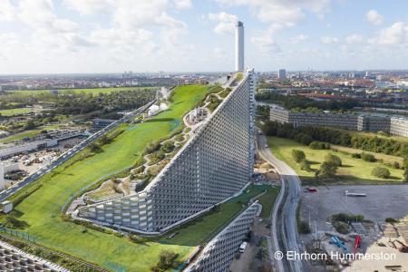 BuGG Gründach des Jahres ist das weltweit einzigartige ZinCo-Gründach der Müllverbrennungsanlage von Kopenhagen / Quelle: Ehrhorn Hummerston