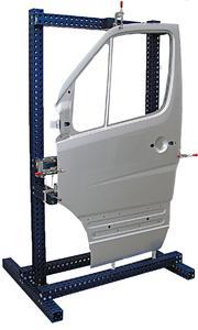 Alufix ECO-Vorrichtung mit Pkw-Seitentür. Durch die blaue Farbgebung ist es leicht vom Alufix Classic-System zu unterscheiden
