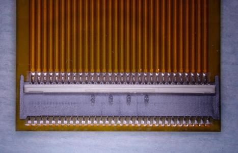 Die Verarbeitung der 61-poligen Stecker auf der äußerst feinen Leiterplatte kam dem Gang auf dünnem Eise gleich – ohne Einbruch im Ergebnis