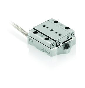 The smallest of the small: Q-521 linear positioning stage with a step size up to 2 nm, here as vacuum version for 10-9 hPa
