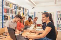 Studierende der Hochschule Stralsund bei der Projektarbeit