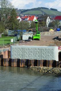 Le rendu des surfaces en béton des culées et piles produites par la structure maçonnée NOEplast « Kufstein » est celui d'un parement en pierre naturelle