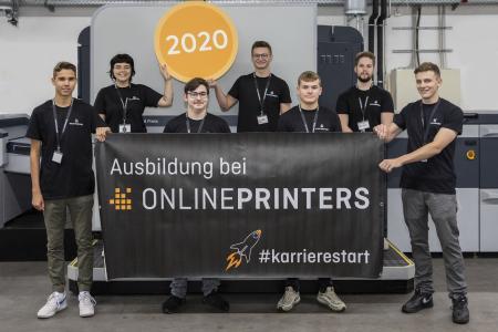 Am 1. September starteten sieben von insgesamt acht Auszubildenden ihre Berufsausbildung bei ONLINEPRINTERS. An ihren beiden ersten Arbeitstagen hatten sie ein ausführliches Onboarding und erfuhren alles über das Geschäftsmodell und wie sich das Unternehmen im Laufe von nur 16 Jahren zu einer der führenden Onlinedruckereien Europas entwickelt hat / Copyright: ONLINEPRINTERS GmbH/ Thomas Paulus