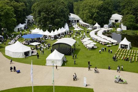 Rund 1.000 qm Losberger Zelte wurden perfekt in das Cateringkonzept der Veranstaltung eingebunden und dienen sowohl als Küchen-, Getränke- und Gastro-Zelte.