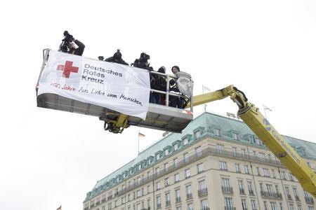 Fotografen und Kameraleute fanden mit Gardemann die beste Perspektive auf das Rote Kreuz