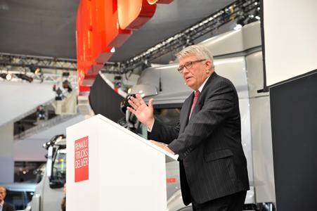 Peter Karlsten, Executive Vice President Sales & Marketing EMEA innerhalb der Volvo Gruppe während der Pressekonferenz von Renault Trucks auf der IAA Nutzfahrzeuge 2012