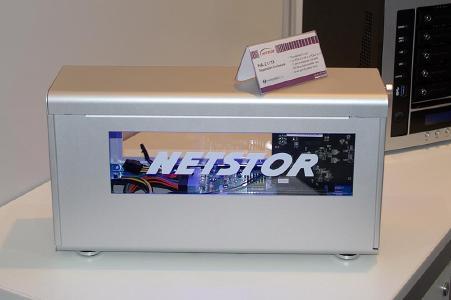 Die raffinierten Erweiterungsgehäuse von Netstor ermöglichen es, die Funktionen von PCIe-Steckkarten via Thunderbolt dem angeschlossenen Computer bereitzustellen – einen entsprechenden Treiber vorausgesetzt. So lassen sich auch Rechner aufrüsten, die selbst keine Erweiterungsoption mitbringen