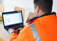 Unterweisungen elektronisch überall erledigen: Mit dem Lösungssystem sam® geht das nicht nur die EWL-Mitarbeitenden ganz einfach