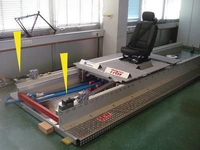 Beim ersten Testaufbau für den Aufprallsimulator kamen zwei ACE Industrie-Stoßdämpfer vom Typ MAGNUM mit Gewinde M45x1,5 und 75 mm Hub zum Einsatz, (Foto: ACE & Hochschule Konstanz für Technik, Wirtschaft und Gestaltung)