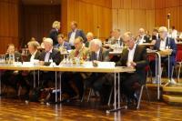 CUeV-Präsidium in der ersten Reihe: Holger Bär, Dr. Lars Herbeck, Prof. Dr. Axel Herrmann, Ralph Hufschmied, Dr. Jens Walla und Prof. Dr. Klaus Drechsler (v.l.n.r.), nicht im Bild die beiden Präsidiumssprecher Prof. Dr. Dieter Meiners und Prof. Dr. Hubert Jäger / © CUeV