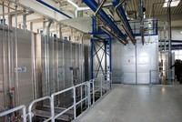 The part-automated powder coating system features a flexible transport facility with lifting and lowering stations and a waste water-free two-chamber pretreatment plant.