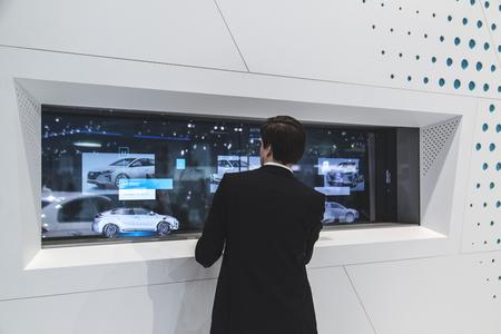 Hyundai presents with eyevis TOLEDs