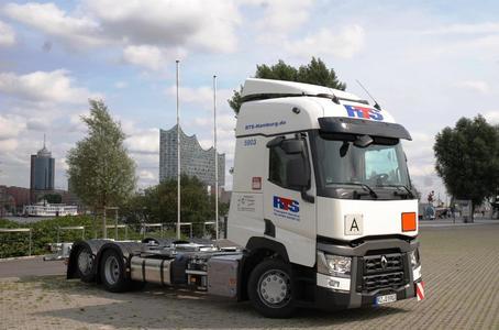20 dieser speziell aufgebauten Fahrzeuge wurden in Hamburg an die RTS Transport Service GmbH übergeben (Foto: © Renault Trucks, SDG Modultechnik)