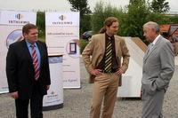 Dr. Günther Beckstein (rechts) im Gespräch mit INTHERMO-Vorstand Guido Kuphal (Mitte) und INTHERMO-Verkaufsberater Matthias Roth (links) Fotos ( 3 ): Britta Clemens