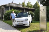 Ist viel und gerne mit dem elektrischen Smart unterwegs: krz-Mitarbeiter Mathias Meierjohann (Foto: krz)