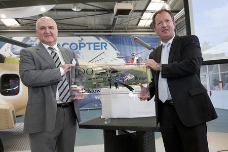 left: Mr Mark Duncan, Bristow's Senior Vice President / right: Mr Lutz Bertling, President & CEO Eurocopter, Photo: Eurocopter, Eric Raz