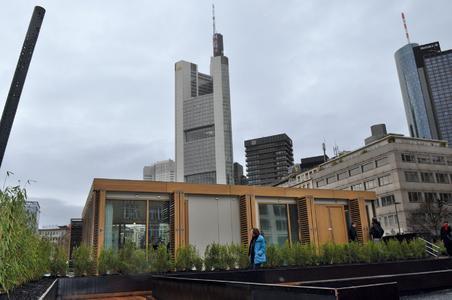Das Plus-Energie-Haus steht noch bis zum 21. Mai in Frankfurt auf dem Rathenauplatz. Die Öffnungszeiten: dienstags bis sonntags, 11 bis 18 Uhr