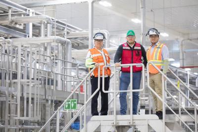 Mario Perez, north zone sales manager, KHS Mexico, Eusebio Reynoso Razo, plant manager in Meoqui, HEINEKEN México, and Ricardo Laguna, north zone sales manager, KHS Mexico (from left to right).