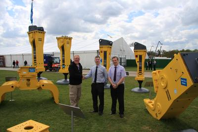 Von links nach rechts: Kevin Prince, General Manager, Atlas Copco Construction & Mining, Merrill Lynch, Operations Manager und Liam Moore, Attachments Manager bei L.Lynch Plant Hire & Haulage Ltd