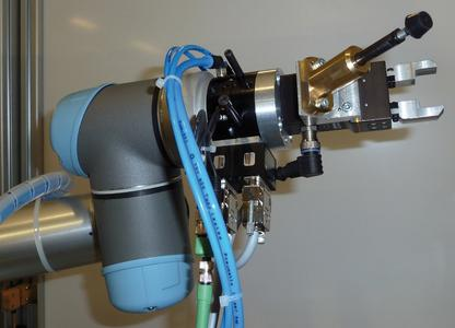 Fully equipped robot arm of MESSINA RS (Image source: Berner & Mattner Systemtechnik GmbH)