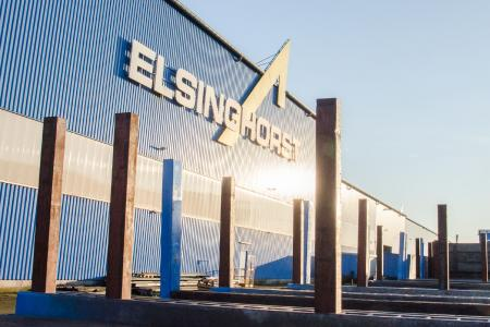 Vollsortimenter in Sachen Stahl: Pro Tag schlägt die G. Elsinghorst Stahl und Technik GmbH rund 250 Tonnen Stahl um. Bei der Ladungssicherung setzt der Stahlhändler auf das VarioSAVE-System von Elting, das mit formschlüssigen Steckrungen arbeitet.