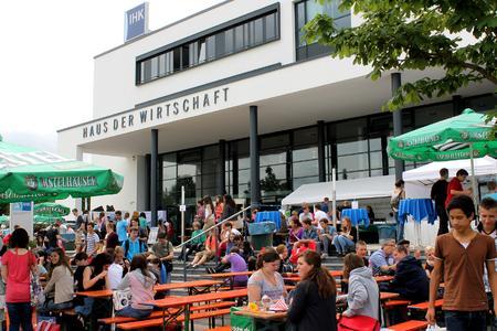 Tausende von Besuchern strömten zur 10. IHK-Bildungsmesse und versorgten sich mit wertvollen Informationen