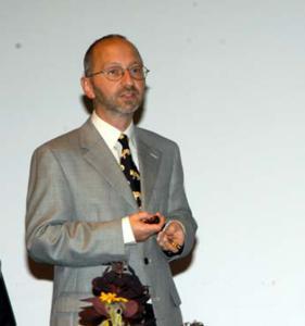 Dass es seit kurzem dank Nanotechnologie auch möglich sei, keramische Virenfilter herzustellen, erklärte Dr. Thomas Graule, Leiter der Empa-Abteilung «Hochleistungskeramik» den Teilnehmenden am Empa/Swissmem-Workshop