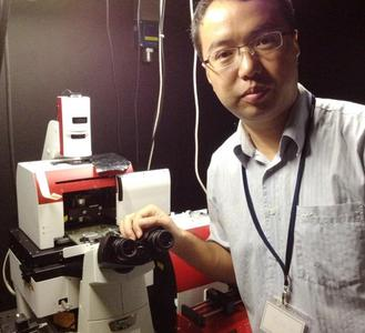 Dr Hu Chen of the National University of Singapore with his JPK NanoTracker optical tweezers system