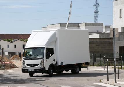 Der wendige Frontlenker Renault Maxity ist besonders für urbane Transporte geeignet