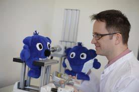 In modernsten Laboren testen die Experten der Hohenstein Institute unabhängig und neutral die Spielzeugqualität und - sicherheit. © Hohenstein Institute
